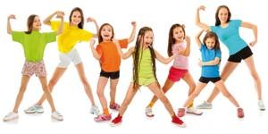 Bild der Gruppe Mädchen kleidete bunt, Stärke zeigend
